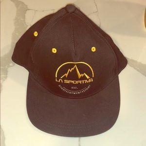 La Sportiva hat